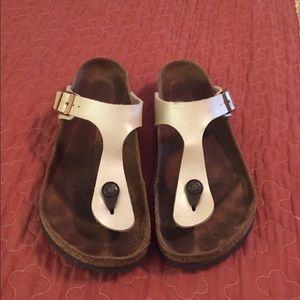 Birkenstock 38 regular width. Great condition.